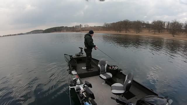 Pike fishing on ljung lake. Solid 5.kg pike @ 15.40 sec