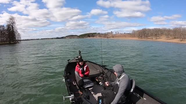 Fia  on Lungsjön fishing for pike. 2 t och 2 t 47 minuter.